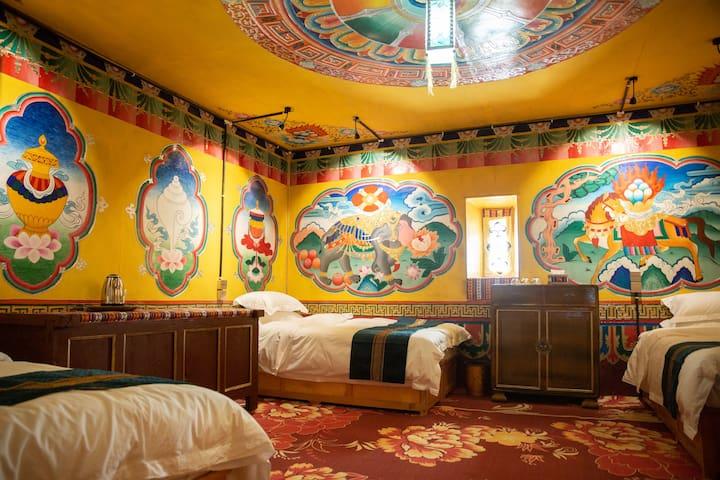 马尔康‧唐卡民宿-藏式三人房| 免费停车|免费藏服体验|藏餐提供