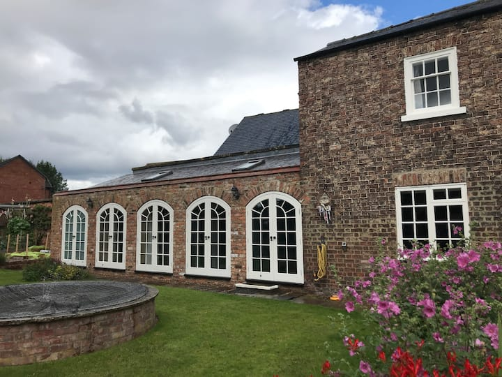 Cosy, self contained annexe in a stunning garden
