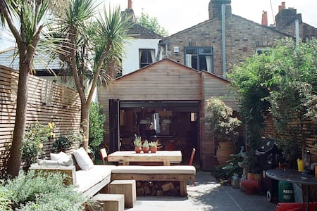 Small Double in Architectural Hackney House - London - House