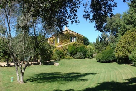 Charming property in Saint Tropez - ラマチュエル - 別荘