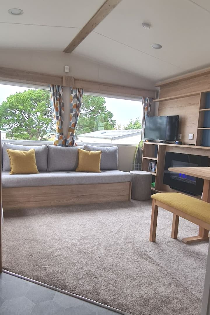 Deluxe 6 Berth Caravan in Haven Rockley Park