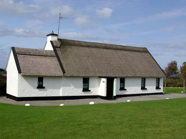 Ballyvaughan Holiday Cottages - 4 Bedroom Rental - Ballyvaughan - Hus