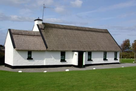 Ballyvaughan Holiday Cottages - 4 Bedroom Rental - Ballyvaughan - Haus