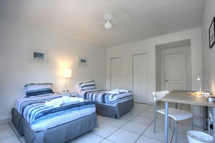Amazing Apartment in Normandy Isle, Miami Beach