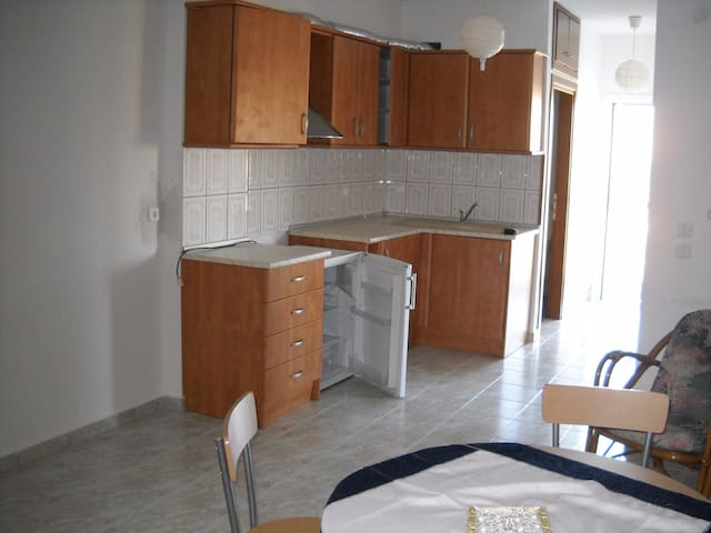 Holiday apartments, 20 m. from the beach - Kavala - Apartemen
