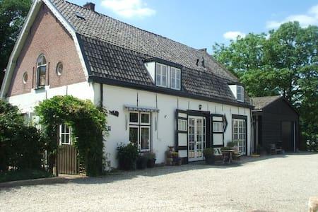 Bed & Breakfast in oud Koetshuis - Lopikerkapel - Wohnung