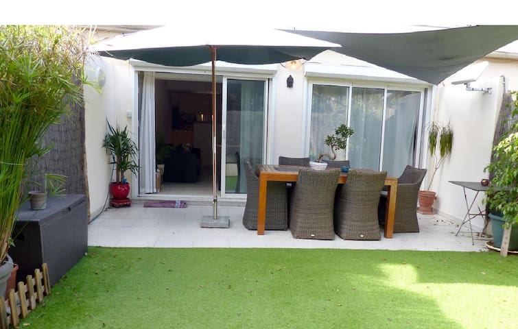 Cap d'Antibes : garden, modern... - Antibes - Appartement