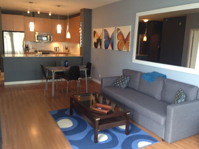 Spacious 1 bedroom. Steps to skytrain. - Port Moody - อพาร์ทเมนท์