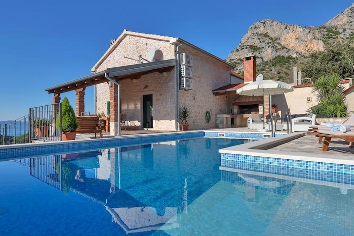 Villa Mia w/ heated pool & sea view