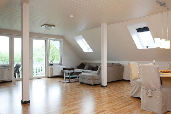 Komfort Dachgeschosswohnung - Hamburg - Apartament
