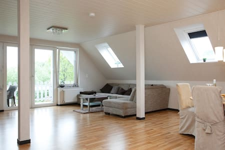 Komfort Dachgeschosswohnung - Гамбург - Квартира