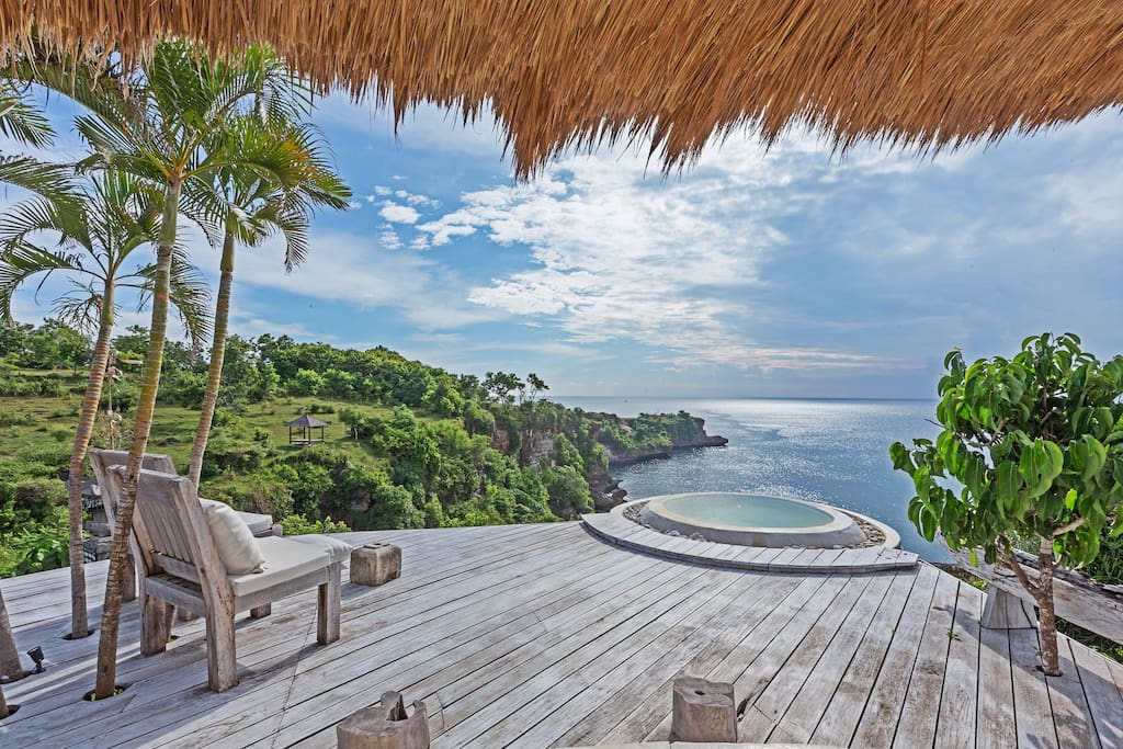 Excellent ocean view from the clifftop jacuzzi (common facility)