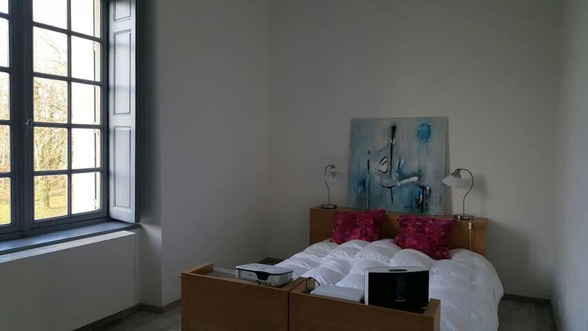 Une chambre dans un chateau - Saint-Étienne-de-Montluc - Byt