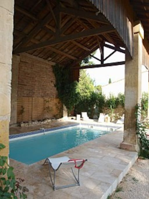 Mas du 19eme piscine cl tur e clim villas for rent in for Piscine 19eme