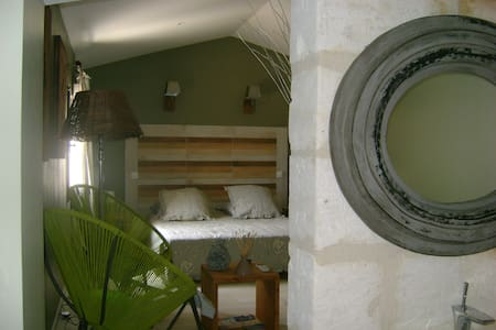 Mas Guiraud chambre confort (N°3) - Beaucaire - Bed & Breakfast