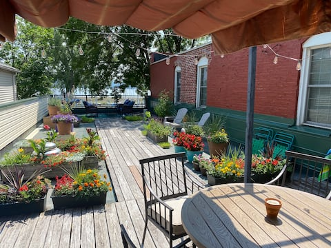 Pepin Marina Retreat: Cottage Apartment with Deck