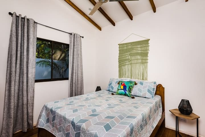 Queen size bed to get a good rest for your next day at the beach.