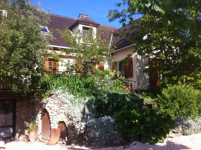 Calme,culture et loisir - Chessy - House