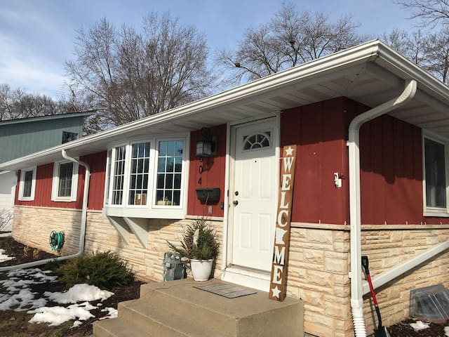 Private Room in Cozy Updated Rambler Near Downtown