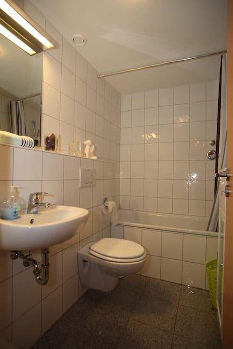 Badezimmer,Dusche,Badewanne,WC