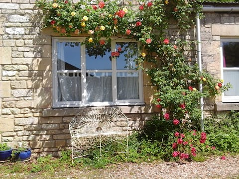 1-bed cottage, rural location, 5 miles from Bath