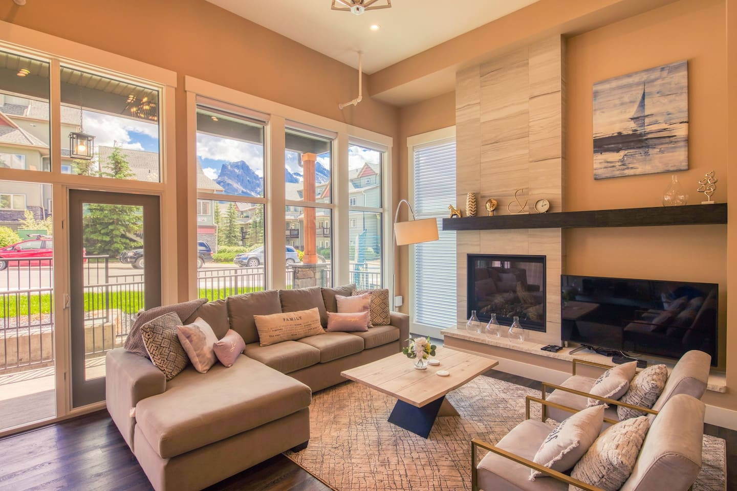 High vaulted ceilings and floor to ceiling windows that provide an abundance of natural light and wonderful panorama mountain views!