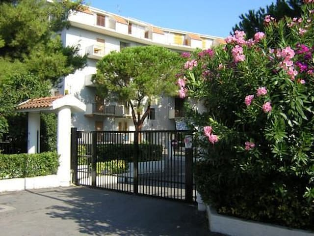 FULLY EQUIPPED APARTMENT - GATED PARK IN SCALEA