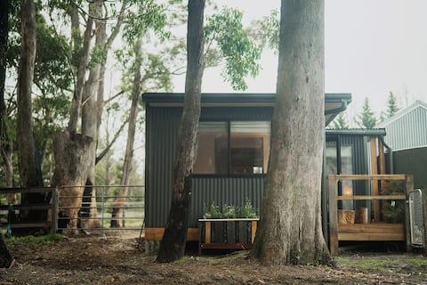 The Hut at Morton Ash Stable