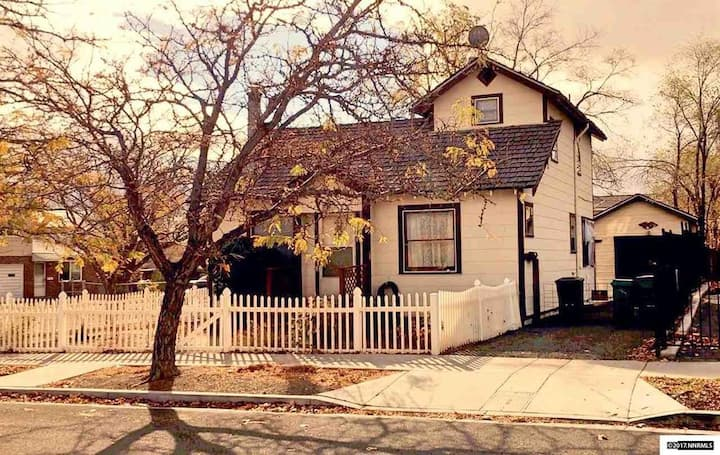 2 Bedroom Home, Charming Cottage, Reno, Nevada