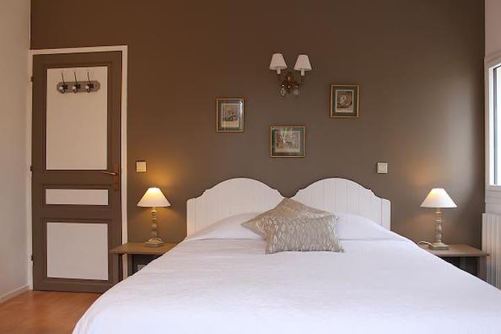 chambre d'hote-maison avec piscine - Ascain - Bed & Breakfast