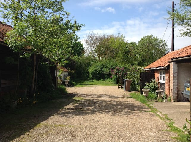Rustic, peaceful farmhouse - Saxmundham - Huis