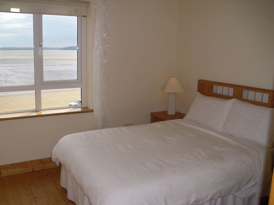 Double room (en suite) overlooking Duncannon beach and the surrounding Hook penninsula.