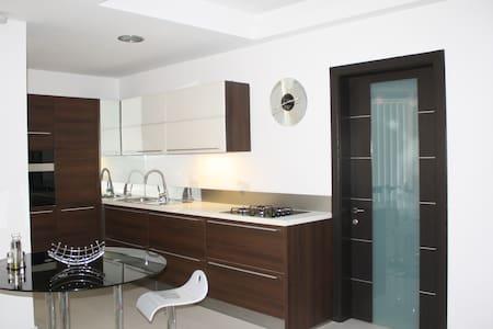 Luxurious Modern in Best Location
