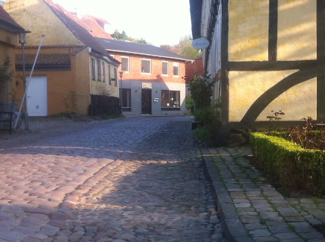 Oase midt i det gamle Mariager! - Mariager - Townhouse
