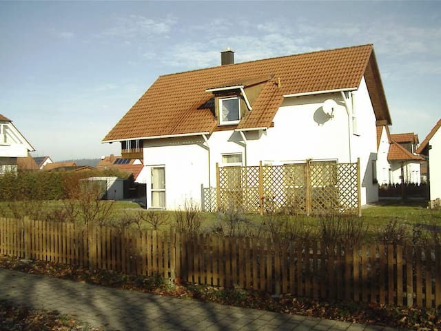 cosy home in a quiet place, breakfast included - Oberdachstetten - Huis