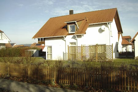 cosy home in a quiet place, breakfast included - Oberdachstetten - Ev