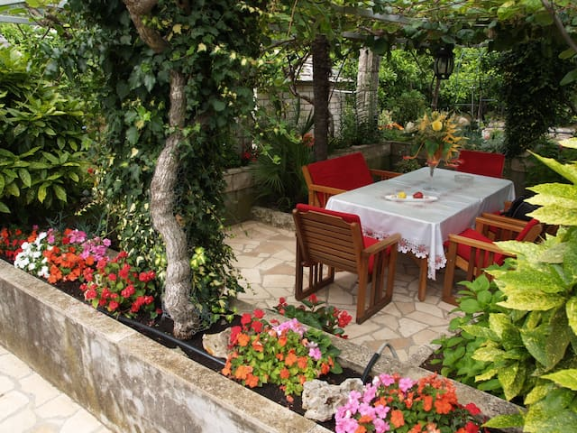 FLOWERS  HOUSE - dream experience - Korčula - Appartement