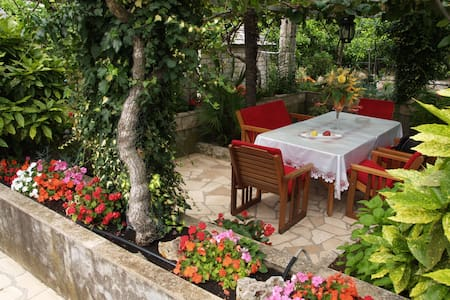 FLOWERS  HOUSE - dream experience - Korčula - Apartmen