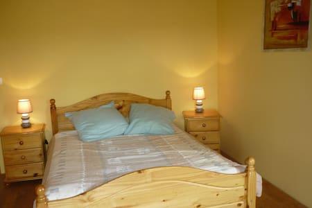 agréable chambre au Carla-Bayle - Rumah
