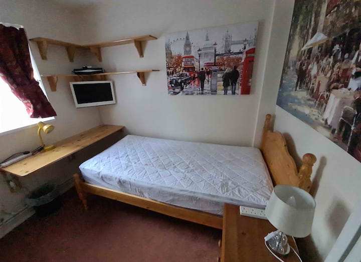 Townhouse 1 with internet & parking close by