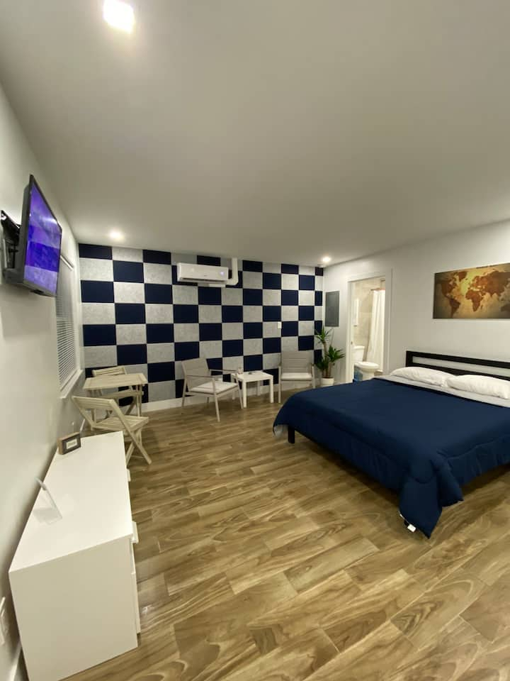 Blue Galaxy, 8min from the beach, NO cleaning fee!