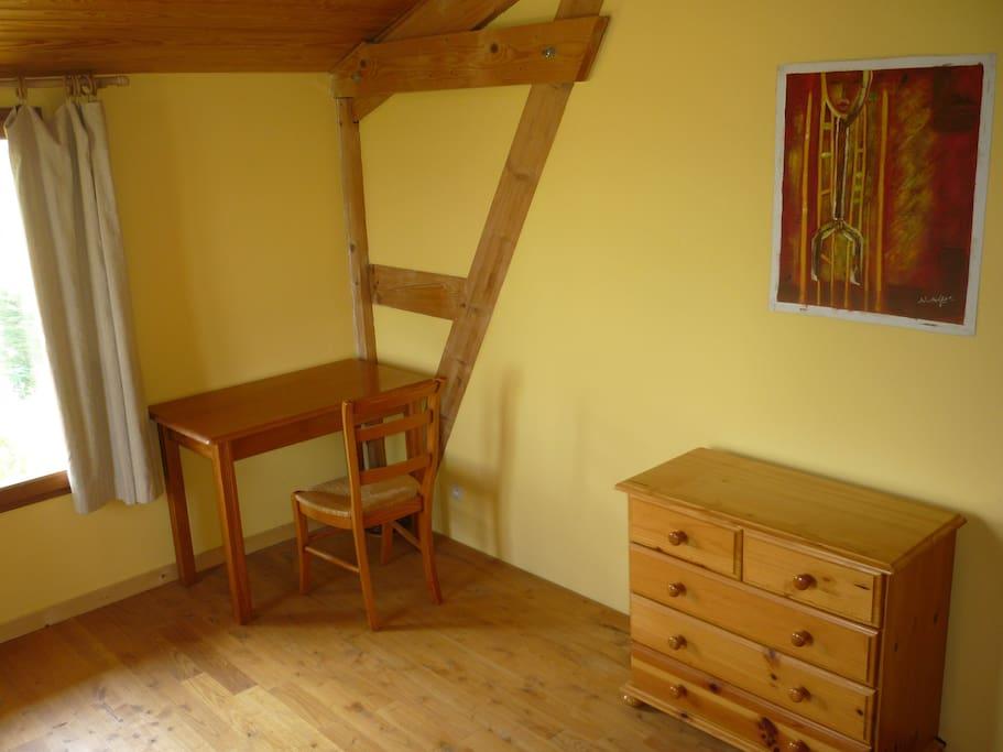 un autre coin de la chambre avec la vue sur la chaîne des Pyrénées!!!