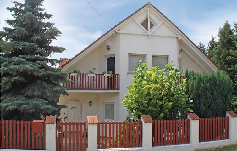 Holiday cottage with 4 bedrooms on 176m² in Fonyód