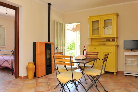 Cosy detached house 200mt by the sea
