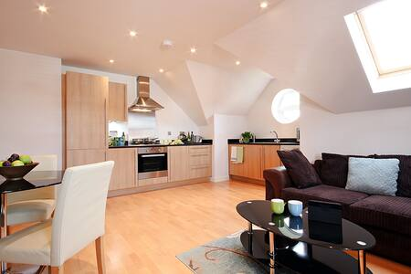 WP Fully Serviced Apartment, Free Wi-Fi, SKY - Wokingham - Appartement