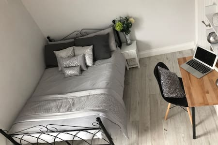 Falmouth House Furnished Weekly Rental