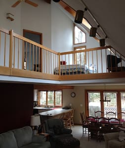 Spacious two story 5BR home w/ hot tub, game room - North Conway