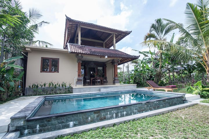 VILLA SAJI. 2BR. Private Pool . AC. WIFI