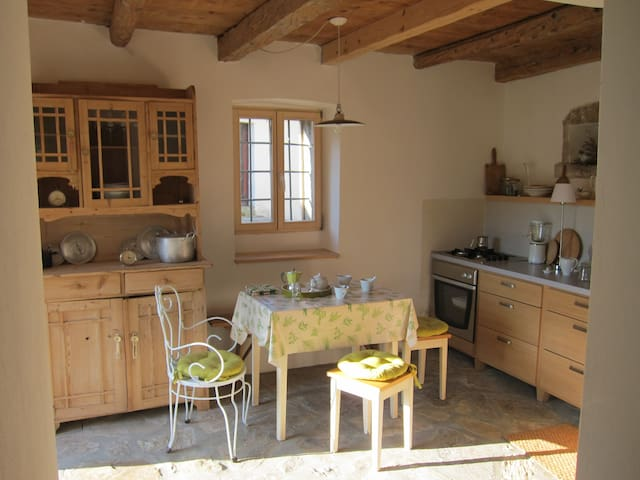 Charming Village House - Marezige - Casa