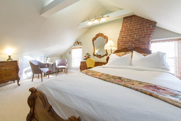 Parlor Suite  Pvt/ bath - CSH Lab - Cold Spring Harbor - Hus